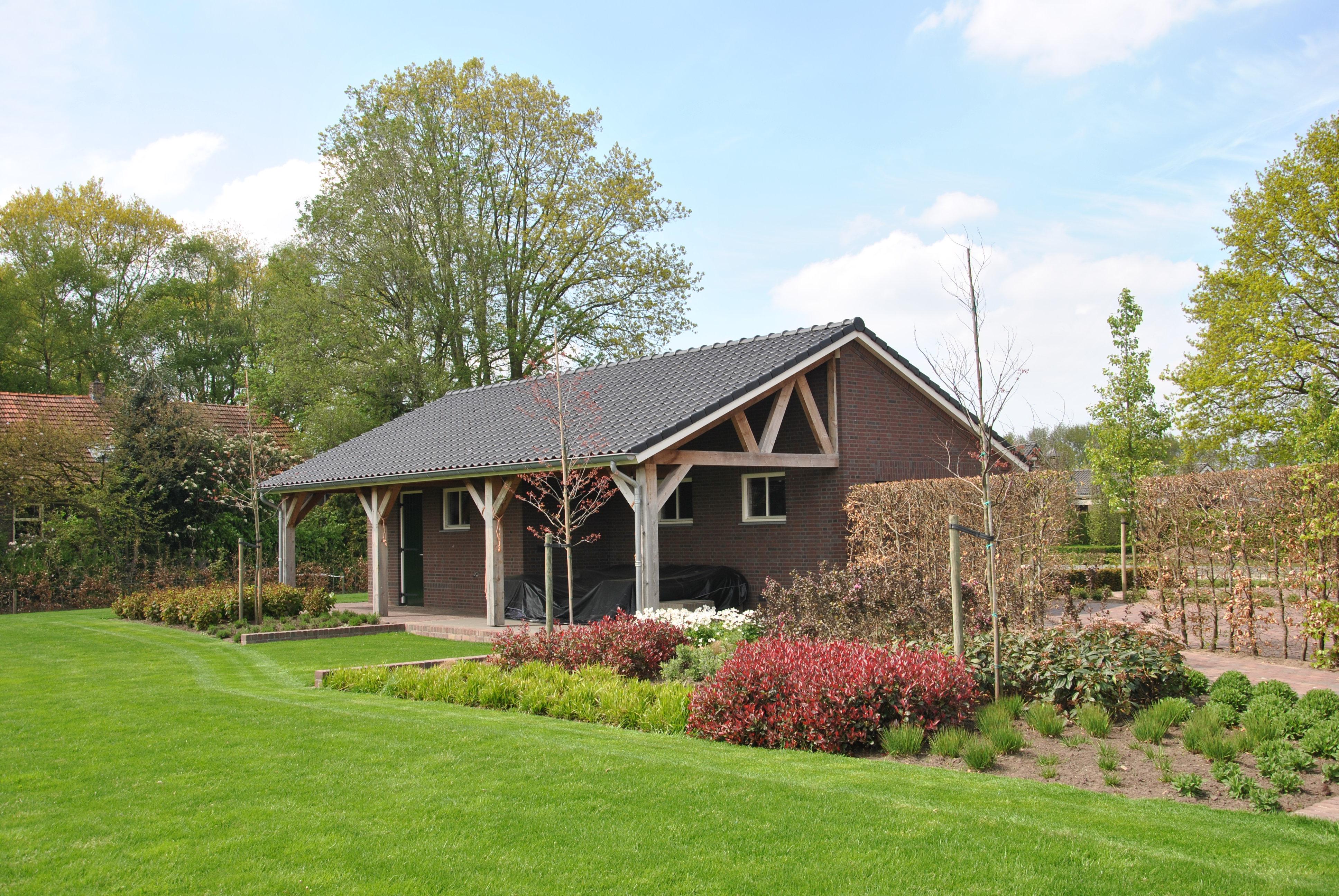 Nieuwbouw Garage + Douglas overkapping - Rijkevoort