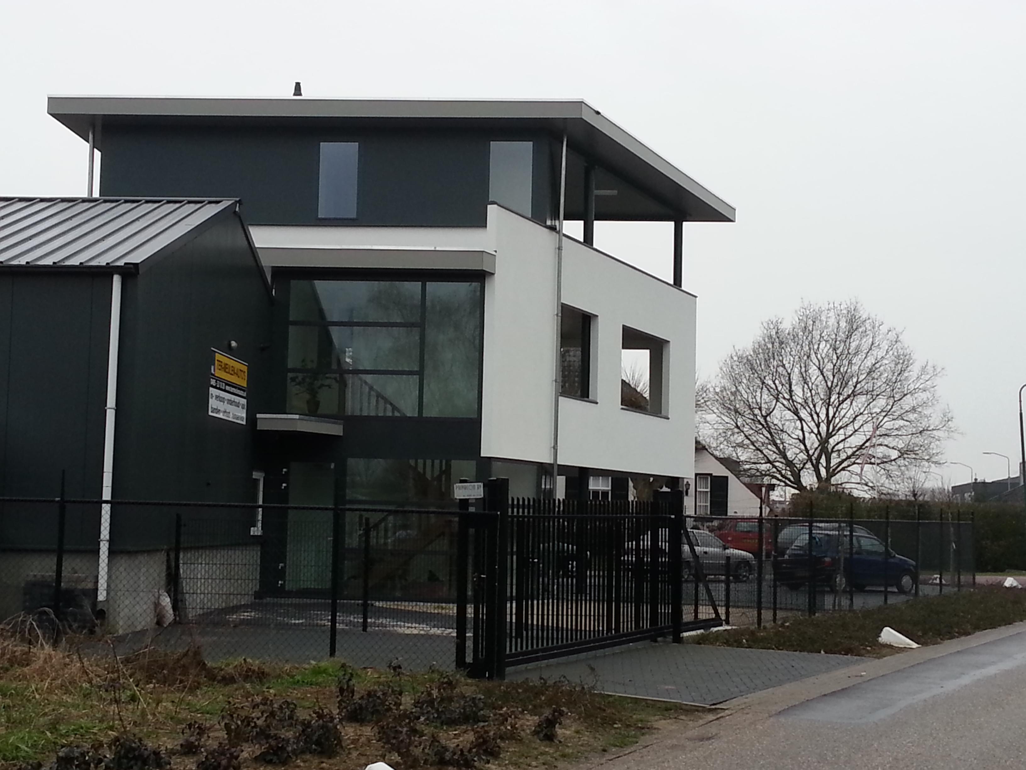 Nieuwbouw showroom + bedrijfswoning - Cuijk